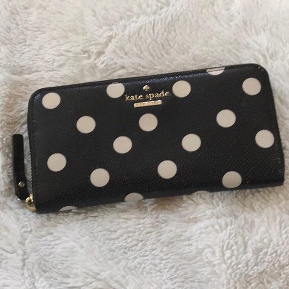 kate spade Handbags - NWOT ♠️ Kate Spade Polka dot leather wallet ♠️